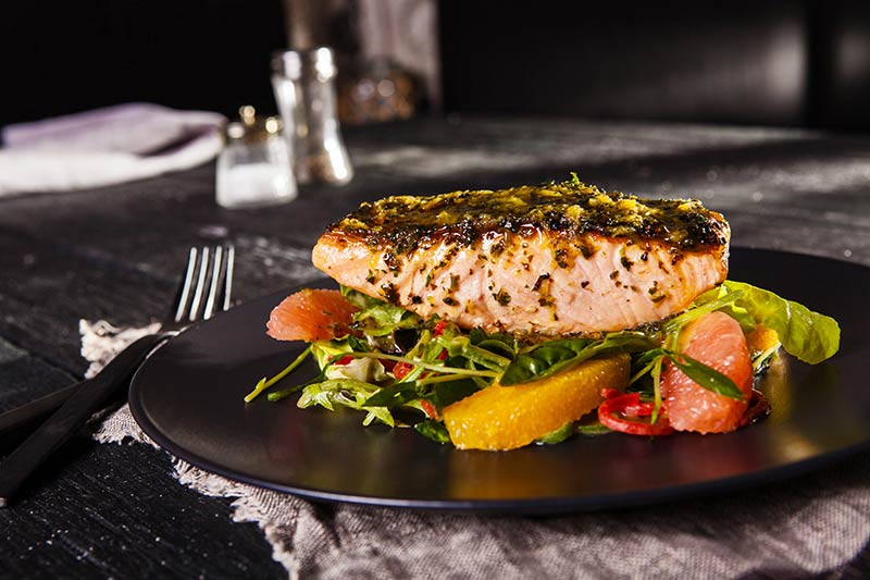 غذا با ماهی قزل آلا