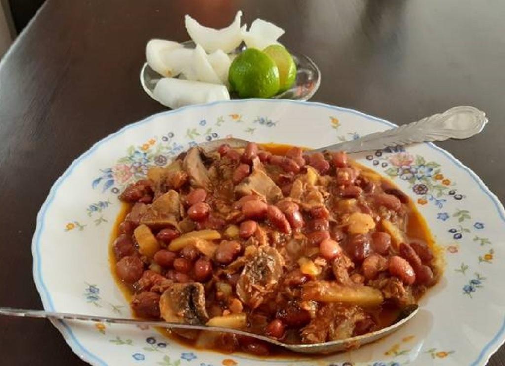 خوراک تن ماهی و لوبیا