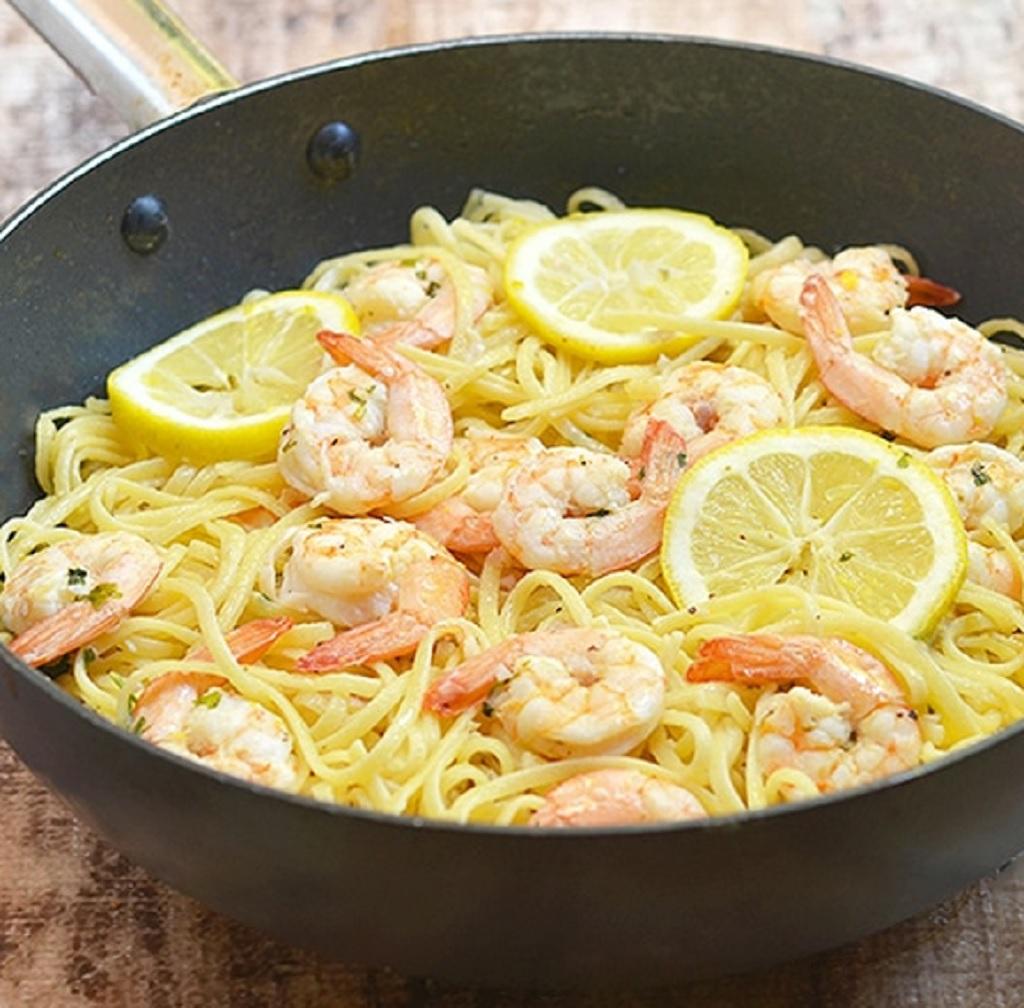 اسپاگتی میگو با سس سیر لیمو